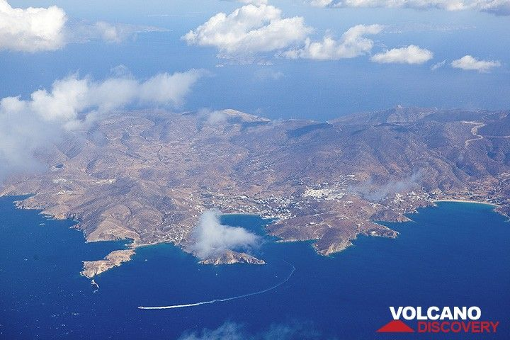Ios Island (Cyclades) seen from the air (Photo: Tom Pfeiffer)