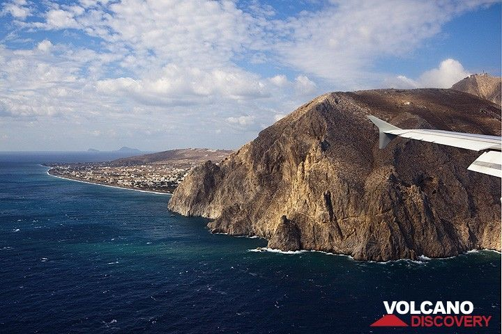 Approaching the runway of Santorini airport - the southern plain and Mesa Vouno mountain in the foreground looking west. (Photo: Tom Pfeiffer)