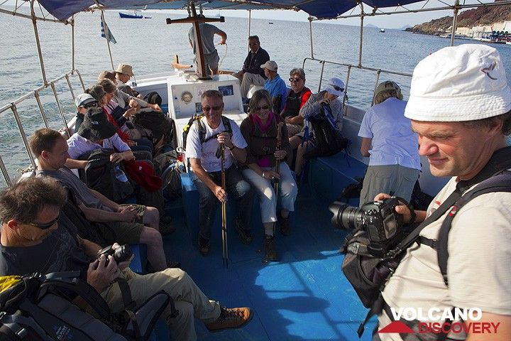 Thierry and our group on the first boat trip. (Photo: Tom Pfeiffer)