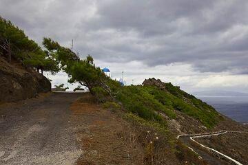 Mikro Profitis Ilias mountain (Photo: Tom Pfeiffer)