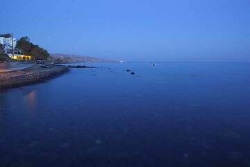 Blue hour at Akrotiri (Photo: Tom Pfeiffer)