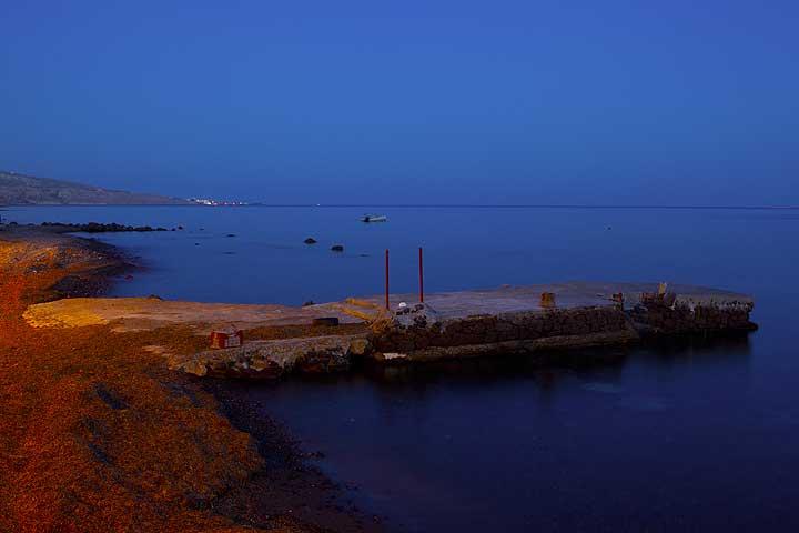 The mole of Akrotiri at dusk (Photo: Tom Pfeiffer)