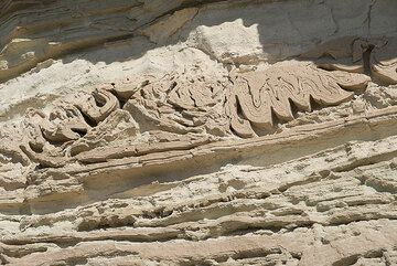 Slumping structures of once wet, submarine volcanic ash deposits (Photo: Tom Pfeiffer)