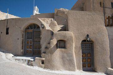 Typical Santorinian house (Akrotiri village) (Photo: Tom Pfeiffer)