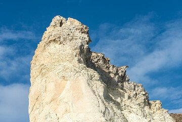 Top of a free-standing pinnacle of white tuffs (Photo: Tom Pfeiffer)
