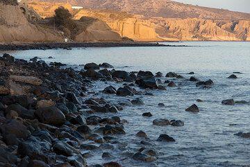 Santorini's south coast, formed by the eroding Minoan pumice layer (Photo: Tom Pfeiffer)