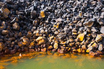 Iron-rich mud in a warm-water bay of Nea Kameni, formed by submarine hydrothermal activity. (Photo: Tom Pfeiffer)