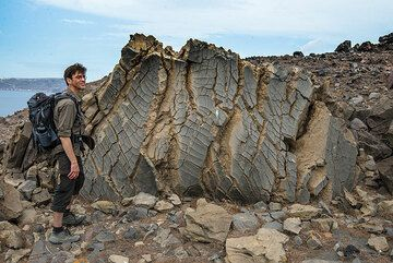 Andreas for scale at a very nicely shaped breadcrust bomb. (Photo: Tom Pfeiffer)