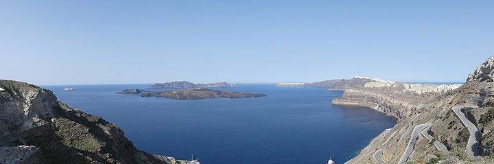 View across the Santorini caldera from the top of the zigzag road down to the port of Athinios (Photo: Ingrid Smet)