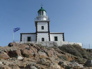 The Akrotiri lighthouse (faros) on the southernmost part of Thera island is build on top ca. 500 000 year old lava flows. (Photo: Ingrid Smet)