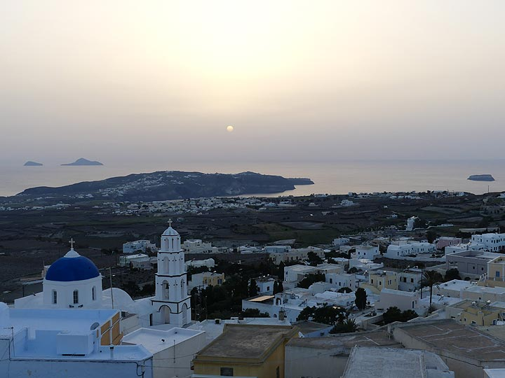 Sunset seen from the higher parts of the old town of Pyrgos. (Photo: Ingrid Smet)