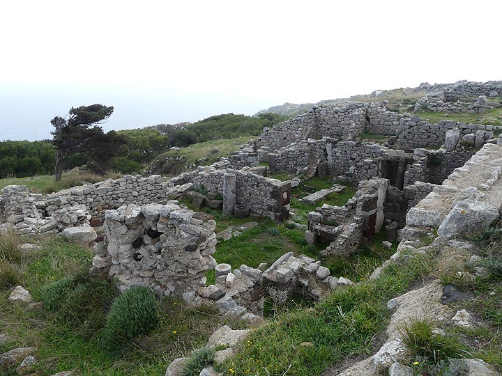 The ruins at the archaeological site of Ancient Thera represent a lively city that expanded and thrived for about 1000 years. (Photo: Ingrid Smet)