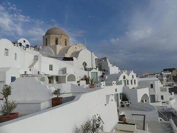 Typical white houses at Ahmoudi. (Photo: Ingrid Smet)