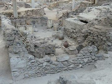 One of the larger buildings that was discovered contained many large amphora and vases with food stocks; often fixed to the walls which suggests that the area was also regularly experiencing earthquakes some 3700 years ago. (Photo: Ingrid Smet)