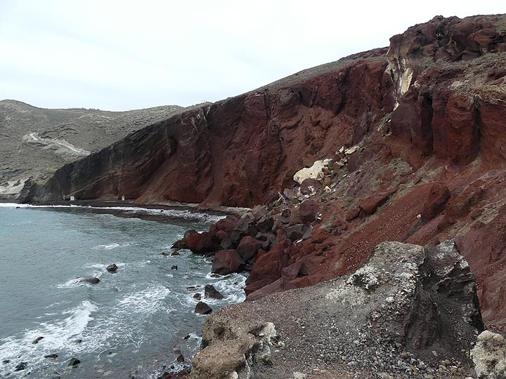 Santorini's famous 'red beach' is an impressive cross section through a red cinder cone that was active about 450 000 years ago. (Photo: Ingrid Smet)