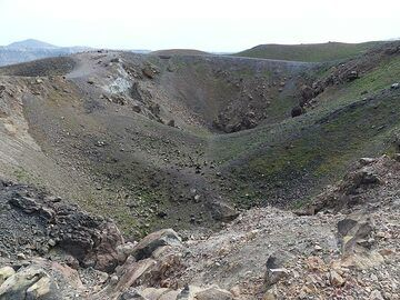 View into the two twin craters on Nea Kameni that still have active fumaroles. (Photo: Ingrid Smet)
