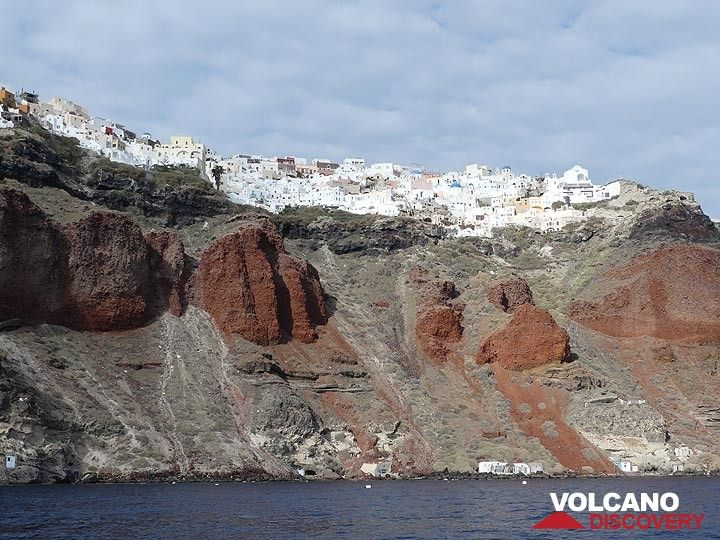 The white houses of Oia contrast strongly with the bright red scoria deposits that make up the caldera cliffs below and which represent yet another destructive phase of volcanic activity in Santorini's long history. (Photo: Ingrid Smet)