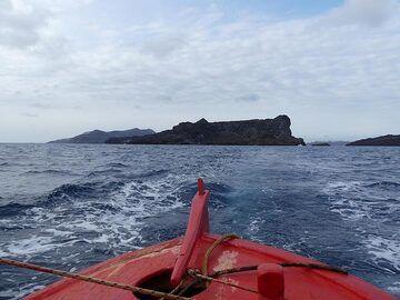 The island of Palea Kameni is uninhabited... (Photo: Ingrid Smet)