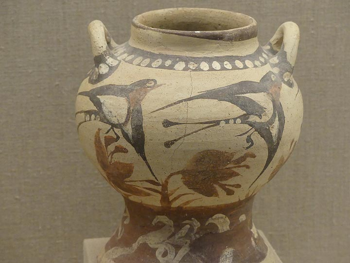 The well know swallow motive on ca 3700 year old pottery at the Museum of Prehistoric Thera. (Photo: Ingrid Smet)