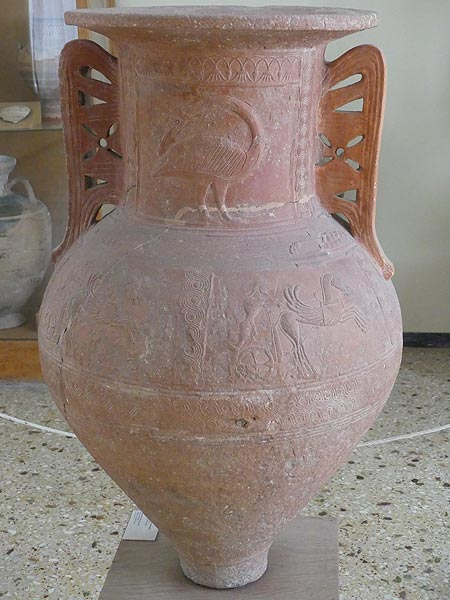 Very large ceramic amphora found at the cemetary of the town of ancient Thera (Archaeological Museum of Thera). (Photo: Ingrid Smet)