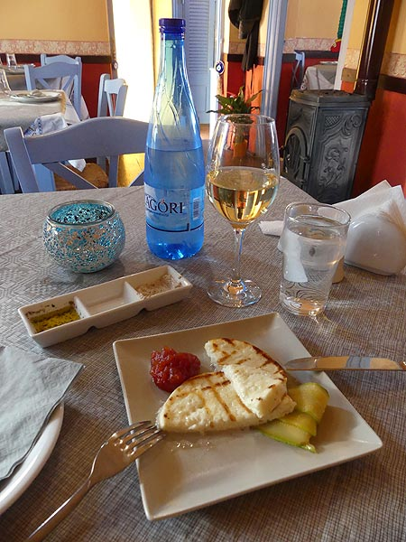 The food delicacies are just one of the many reasons to come visit the unique Santorini islands! (Photo: Ingrid Smet)