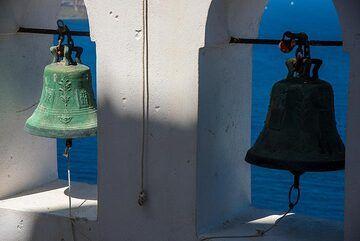 Old bronze bells (Photo: Tom Pfeiffer)