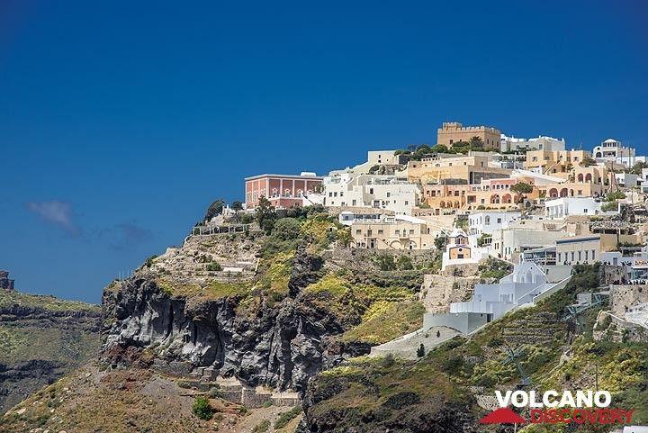 "View towards the aristocratic part of Fira (the ""Roman quarter"") higher along the caldera cliff. (Photo: Tom Pfeiffer)"