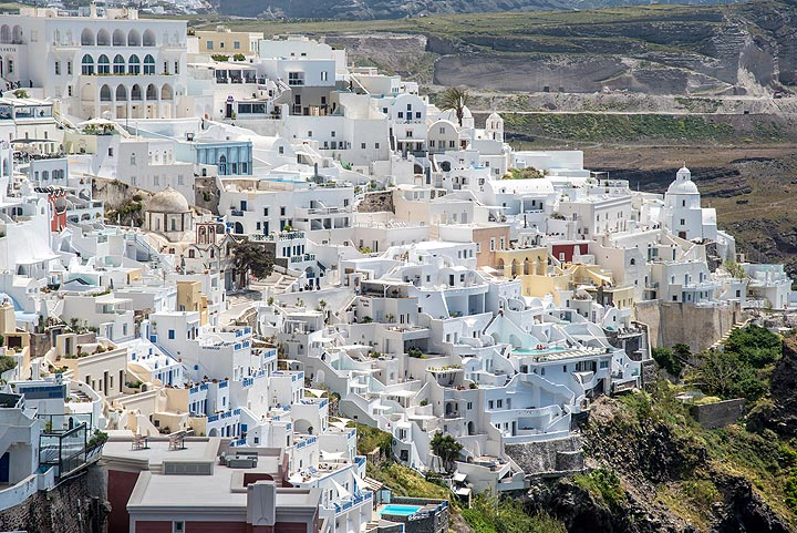 The old part of Fira was built into the pumice cliff, originally as system of cave houses. (Photo: Tom Pfeiffer)