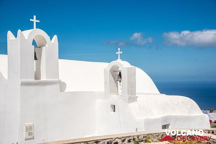 Small church along the way to Firostefani (Photo: Tom Pfeiffer)