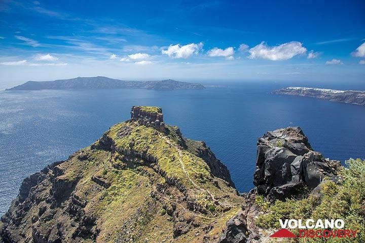 View over the Skaros rock (Photo: Tom Pfeiffer)