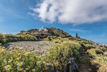 Small chapel on Micro Profitis Ilias (Photo: Tom Pfeiffer)