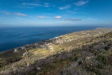 View from Micro Profitis Ilias towards the SE (Photo: Tom Pfeiffer)