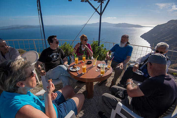 Delicious orange juice and home-made nut cake during a break at the caldera cafe of Margarita (Photo: Tom Pfeiffer)
