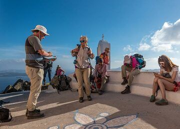 Having a rest at the chapel close to the summit of the trail (Photo: Tom Pfeiffer)