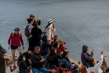 Sunset watchers (Photo: Tom Pfeiffer)