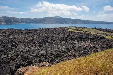 The small patch of the 1950 eruption lavas. (Photo: Tom Pfeiffer)