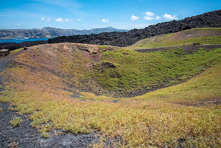 On the way back, we pass again the craters of the 1925-28 eruptions. (Photo: Tom Pfeiffer)