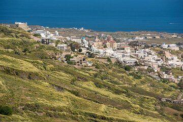 View towads Exo Gonia village (Photo: Tom Pfeiffer)