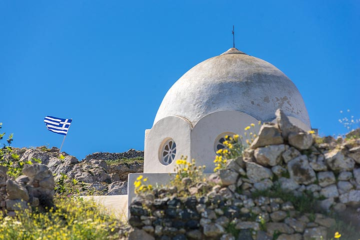 Church of a former monastery at the beginning of the trail to Profitis Ilias (Photo: Tom Pfeiffer)