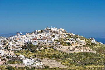 View back towards Pirgos (Photo: Tom Pfeiffer)
