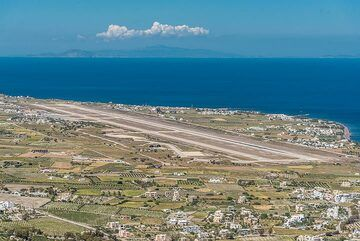 View of Santorini's airport and the runway. From here, one can see planes landing and taking off from above. (Photo: Tom Pfeiffer)