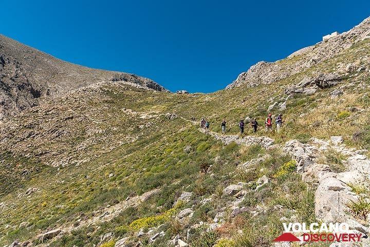 View back up towards the saddle between Profitis Ilias and Mesa Vouno. (Photo: Tom Pfeiffer)