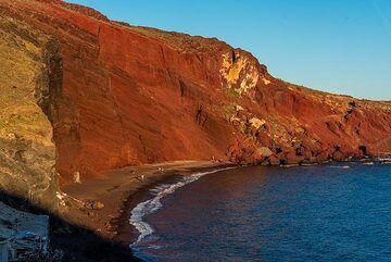 Red Beach (Photo: Tom Pfeiffer)