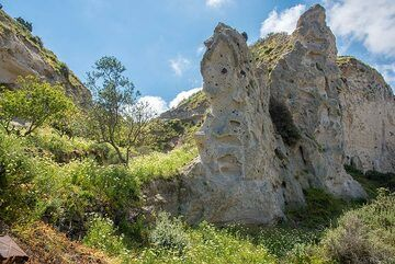 Two valleys merge in this area, leaving a sculpture of a pumice tower. (Photo: Tom Pfeiffer)