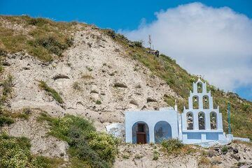 Small chapel built as a cave with a proud bell tower. (Photo: Tom Pfeiffer)