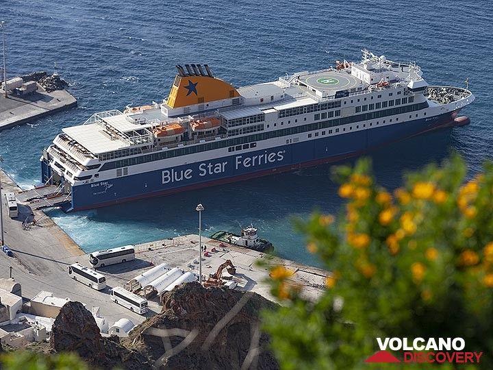 The Blue Star Ferry at the Athinios harbour on Santorini island (Photo: Tobias Schorr)