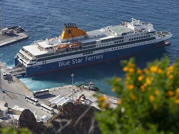 The Blue Star Ferry at the Athinios harbour on Santorini island (Photo: Tobias Schorr)