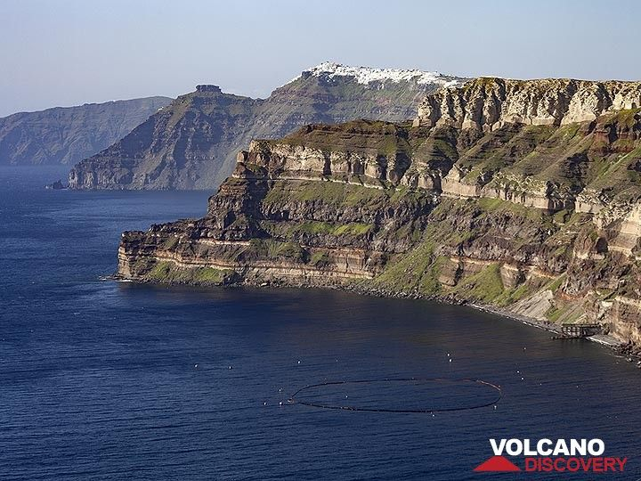 View into the caldera of Santorini island. (Photo: Tobias Schorr)