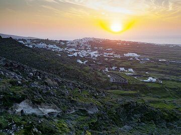 Sunset over the village Ia (OIA) (Photo: Tobias Schorr)