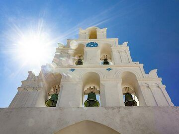Church in Megalochori/Santorini (Photo: Tobias Schorr)